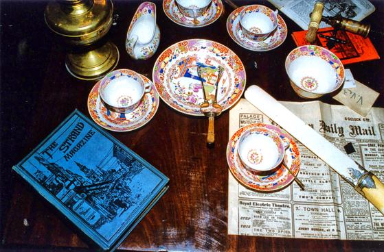 Louvre-Baker-Street-Table2-002.jpg
