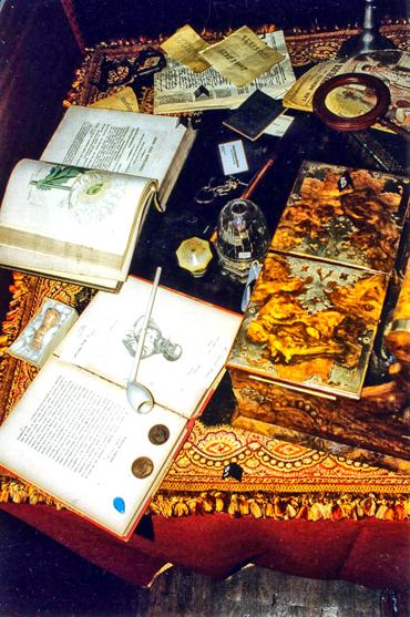 Louvre-Baker-Street-Table1-004.jpg