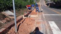 Prefeitura de Manoel Urbano garante acesso a pedestres por calçada na Mendes Araújo