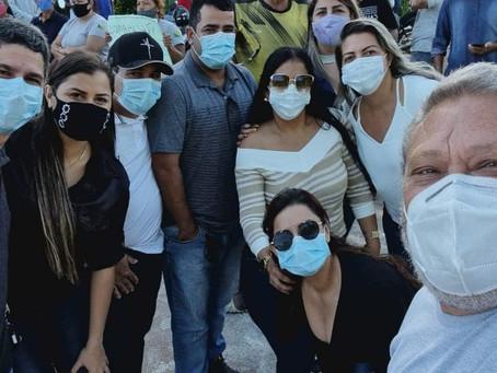 Vereadores participam de protesto contra terceirizada que há 4 meses não paga os funcionários