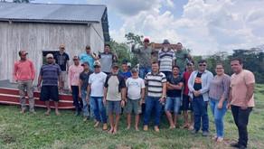 Prefeitura entrega beneficiadora de arroz e barco voadeira para comunidade do Icuriã