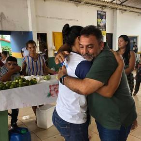 Prefeito Zezinho Barbary recebe abraço dos feirantes no encontro que marcou sua despedida