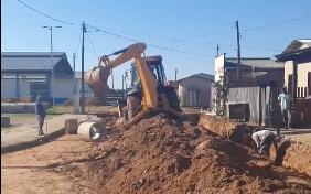 Prefeitura de Manoel Urbano avança na pavimentação das ruas Manoel Batista e Macapá