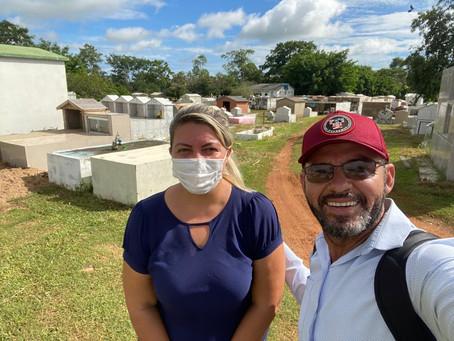 Vereadores acompanham serviços de limpeza nas proximidades do Ginásio Coberto e no Cemitério