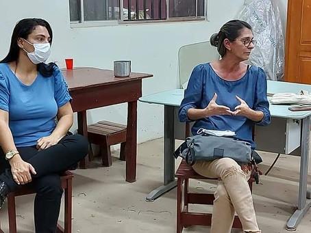 Rosana Gomes participa de reunião na ACRESOQUI