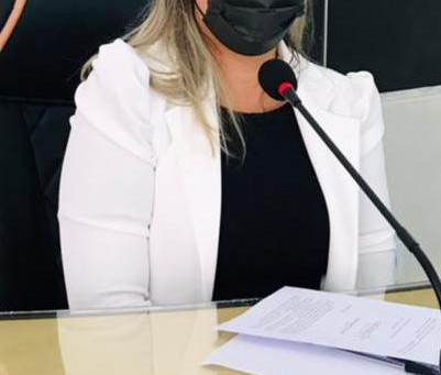 Vereadora Leire do Mixico pede implantação e abertura de laboratório na atenção básica
