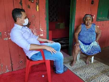 André Maia acompanha de perto o trabalho das equipes de assistência social
