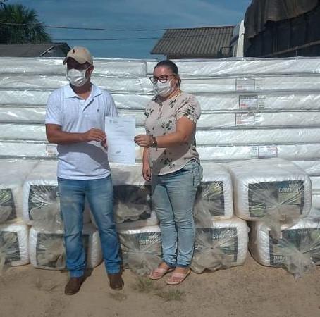 Prefeitura recebe doação de colchões e travesseiros do Estado para atender atingidos pela enchete