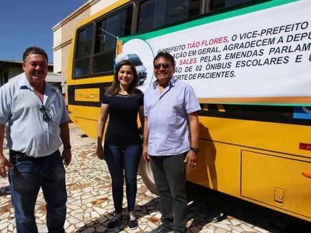 Tião Flores recebe oficialmente veículos da deputada Jéssica Sales em Epitaciolândia