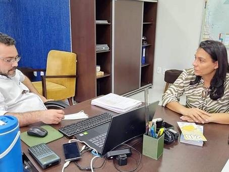 Prefeita Rosana Gomes visita Deracre e reitera pedido de máquinas