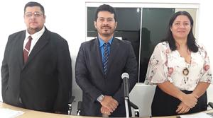 Da esquerda para direita: Vice-presidente Fabrício Lima, Presidente Dioclésio Uchoa, 1ª Secretária Cláudia
