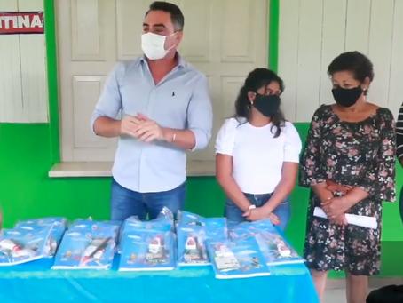 Prefeitura de Senador Guiomard começa a entrega dos kits de material escolar e odontológico