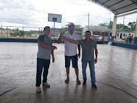 Prefeito Tanizio Sá recebe chave da obra da nova quadra esportiva em Manoel Urbano