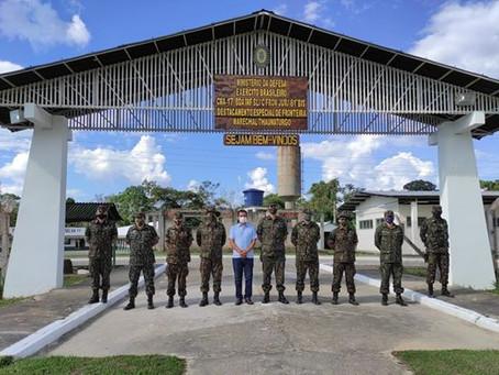 Prefeito Isaac Piyãko se reúne com comandantes do exército para dar inicio de construção de obras