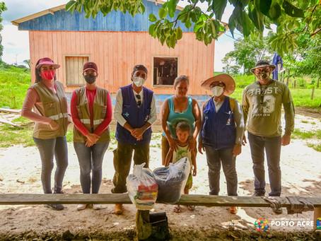 Prefeitura distribui kits de limpeza, cestas básicas e colchões a população portoacrense