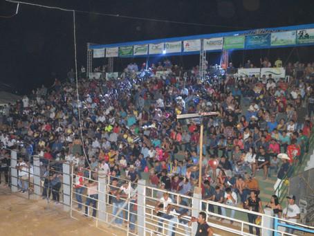 Com mais de três mil pessoas na Expoacrelandia a Roseta cantou na noite de sábado