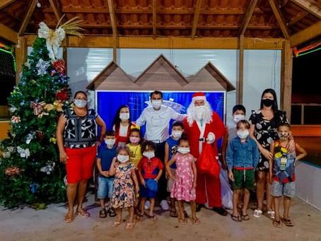 Prefeitura de Porto Acre espalha esperança através dos enfeites natalinos na cidade