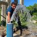 Água de poço artesiano auxiliará na redução de custos de manutenção da grama do Estádio Municipal