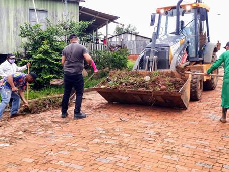 Rua João Borges, Angélica e Travessa Milton Carvalho, receberam os serviços do mutirão de limpeza