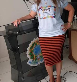Vereadora recebe camisa da Afasg