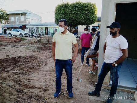 Prefeito ISAAC PIYÃKO vistoria obras em andamento no município