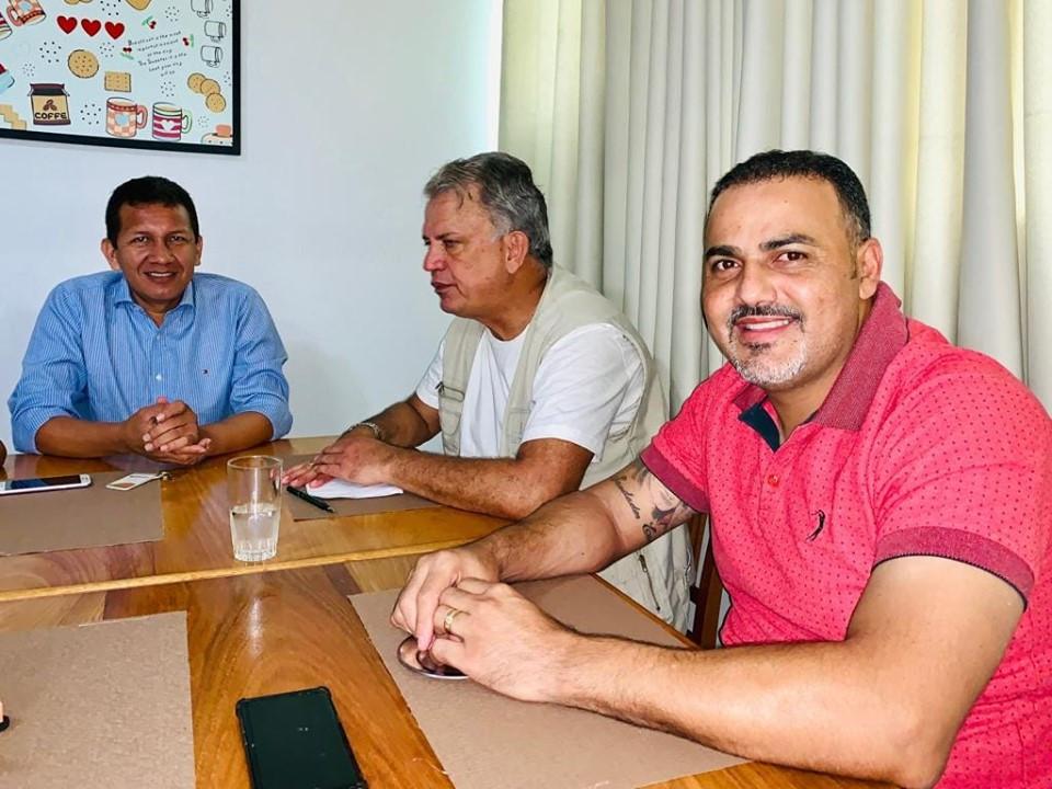 Prefeito Isaac Piyãko (Marechal Thaumaturgo), Senador Sérgio Petecão (1º Secretário do Senado Federal) e Prefeito Ilderlei Cordeiro (Cruzeiro do Sul)
