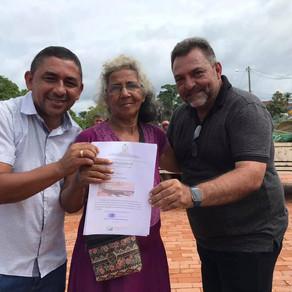 Prefeito Zezinho Barbary recebeu abraços dos produtores rurais durante entregas de equipamentos