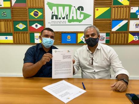Prefeito Naudo Ribeiro assina contrato para execução da obra do Mercado Municipal