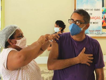 Segunda dose para imunização dos profissionais de saúde é iniciada pela Prefeitura de Assis Brasil