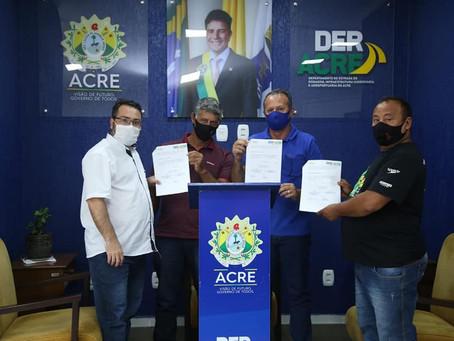 Prefeitura de Acrelândia firma convênio com Estado para limpeza e recolhimento de entulhos