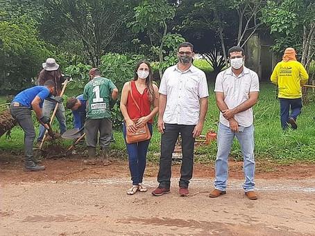 Vereadora Leidiane Dornelas participa do mutirão de limpeza de Capixaba