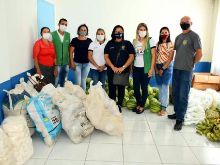 Prefeitura de Rodrigues Alves entrega alimentos a famílias de baixa renda