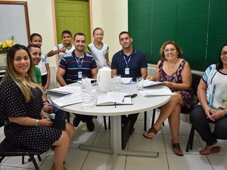 """Escolas de Brasiléia recebem reconhecimento do estudo """"Educação que Faz a Diferença"""""""