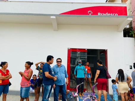 Presidente da Câmara Chico Batista exige qualidade no atendimento da agência do Bradesco em Tarauacá