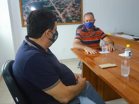 Prefeito Olavinho reivindica novas emendas ao Flaviano Melo e entregam ambulância e quadra