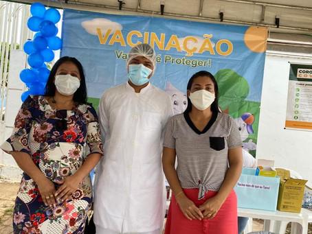 Vereadora prestigia campanha de vacinação dos idosos acima de 90 anos