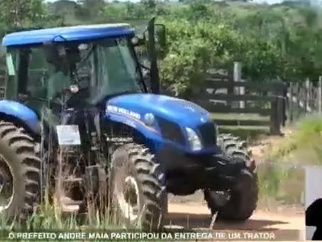 Prefeitura entrega máquina agrícola para trabalhos na comunidade do Bonal