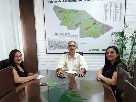 Secretária de Educação busca regularização do terreno da escola Criança Feliz junto ao Incra