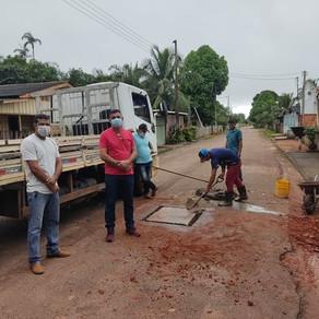 Prefeitura municipal de Capixaba inicia reparos dos bueiros da cidade