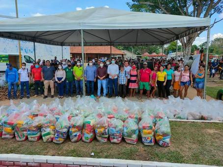 Prefeito recebe carreta ambiental e entrega alimentos do PAA as famílias carentes de Assis Brasil