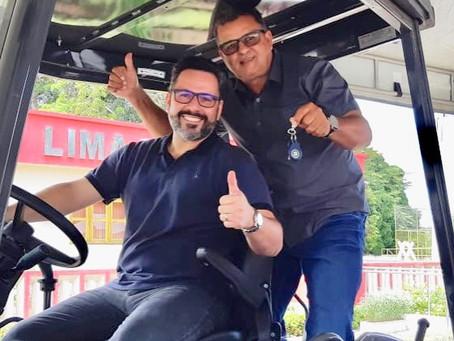 Prefeito Isaac Lima recebe retroescavadeira para atender às necessidades do município