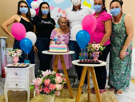Secretária de Assistência Social visita Lar dos Vicentinos, saúda idosos e dona Raimunda