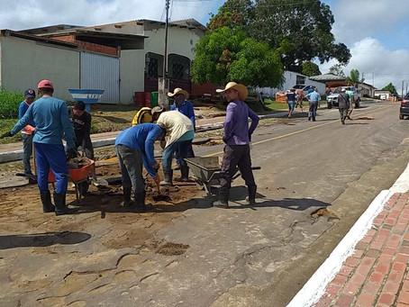 Prefeitura de Rodrigues Alves comemora aniversário com asfalto