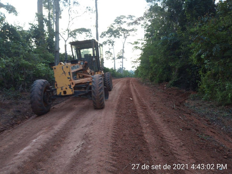 Prefeitura realiza serviços de patrolagem e raspagem no ramal do Pelé
