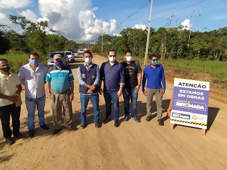 Deracre inicia pavimentação de acesso à balsa entre Rodrigues Alves e Cruzeiro do Sul