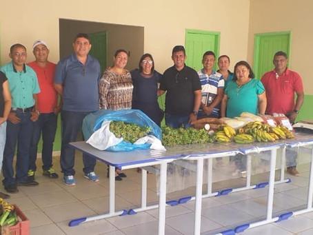 Prefeito Gilson da Funerária com sua equipe acompanha o 1° abastecimento Frutífero
