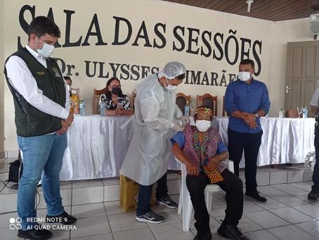Prefeito Naudo Ribeiro recebe doses da vacina contra a covid e comemora; chega a esperança