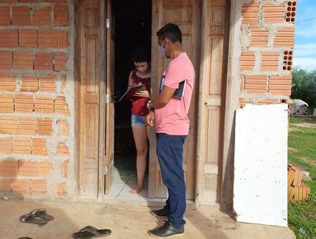 Vereador Felipe Pacheco visita bairro Edson Barbosa e faz abaixo-assinado para garantir iluminação