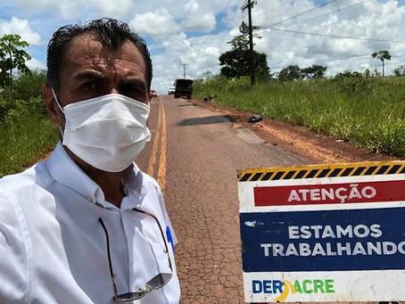 Deracre continua recuperando trechos da rodovia AC10 a pedido do prefeito de Porto Acre