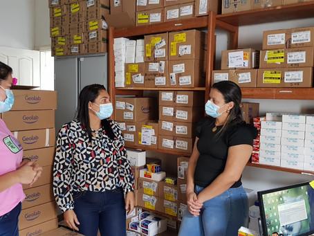Preocupada com a distribuição de medicamentos no Quinari, prefeita Rosana Gomes faz visita surpresa